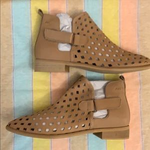 Missed &Cloud tan booties cut outs Spain9 leather